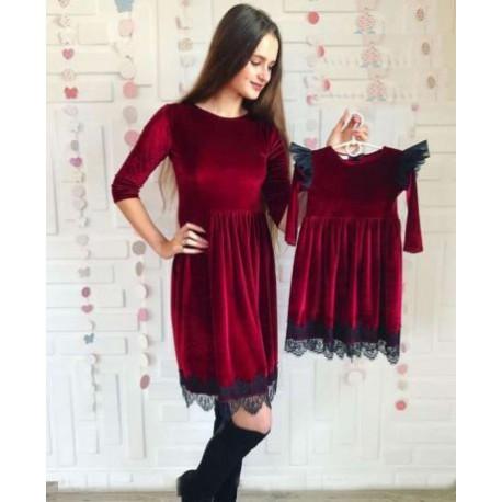 Комплект платьев бархатных мама дочка с кружевом и фатином