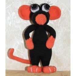 Мягкая вязаная игрушка Крыса